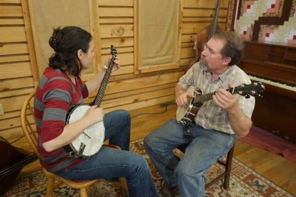 Mac Traynham Clawhammer Banjo Lesson